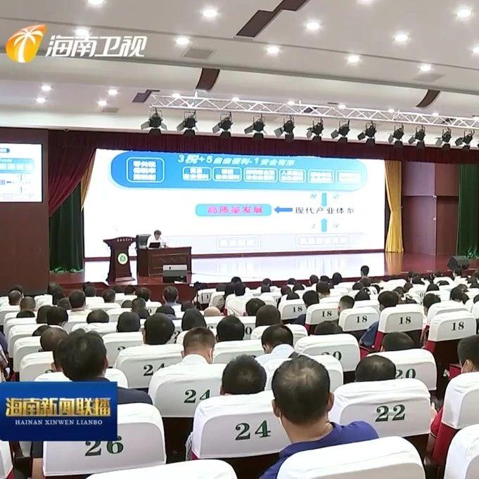 冯飞在海南师范大学主讲思想政治理论课