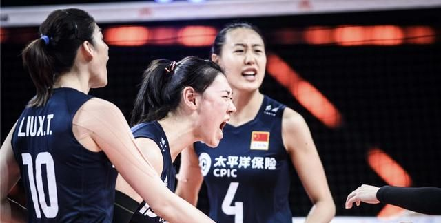 龚翔宇晒毕业照,中国女排球员全是高学历,刘晓彤清华!