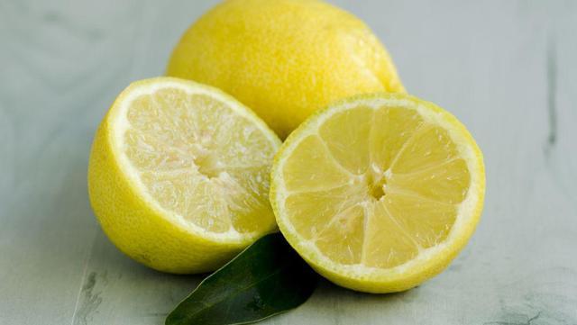 64岁大爷甘油三酯3.1,每天喝柠檬切片泡水,身体有什么变化