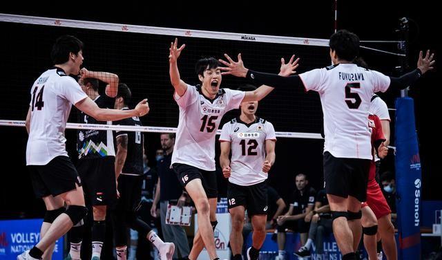 单局26-28,日本队0-3又输了,迎来第7败,欧锦赛亚军主教练怒吼
