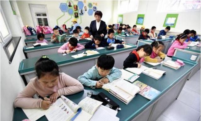 小学生作文《热死了》火了,有成为段子手的潜质,老师看完被气笑