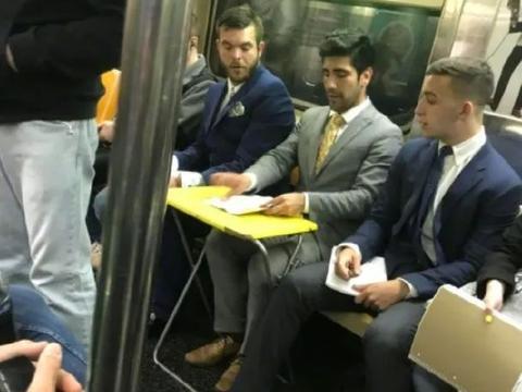 """在纽约地铁里,你可以看到任何你想象不到的""""名场面""""!"""