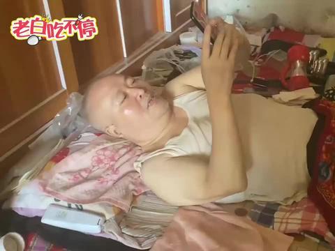 陕西残疾大哥卧床20年,通过玩手机卖玉米,1天营业额2-6万,厉害
