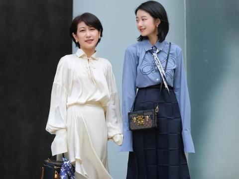 建议中年女人,夏天尽量少穿修身裤,七分裙+高跟鞋,时髦又优雅