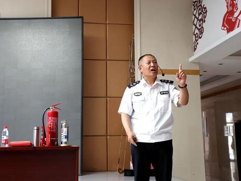 开展消防安全知识讲座 · 筑牢日常安全防线