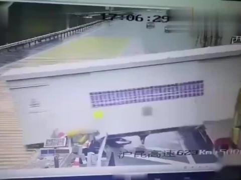 大货车高速出了意外,司机状告宝马,交警查看监控真相不简单