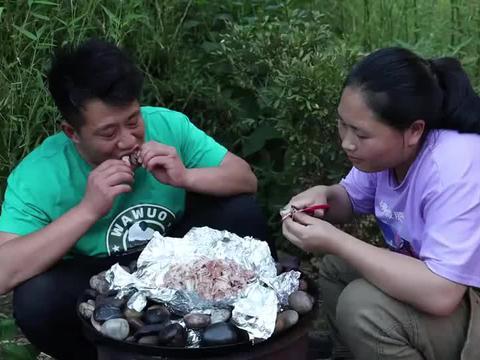 胖妹煮的皮皮虾真馋人,俩口子吃着美滋滋太惬意了