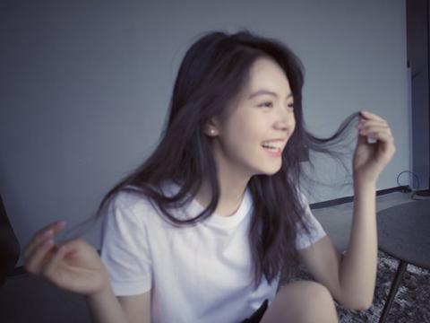 赵今麦新剧搭档白敬亭,晒胶片照超清纯,她的侧脸线条太优越了