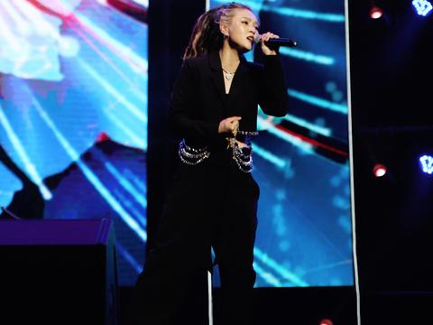 歌手毕夏献唱好声音十周年浙江站音乐盛典