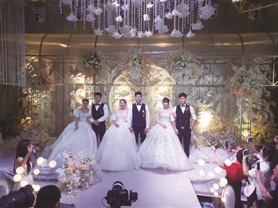 苍南三胞胎兄弟同天结婚