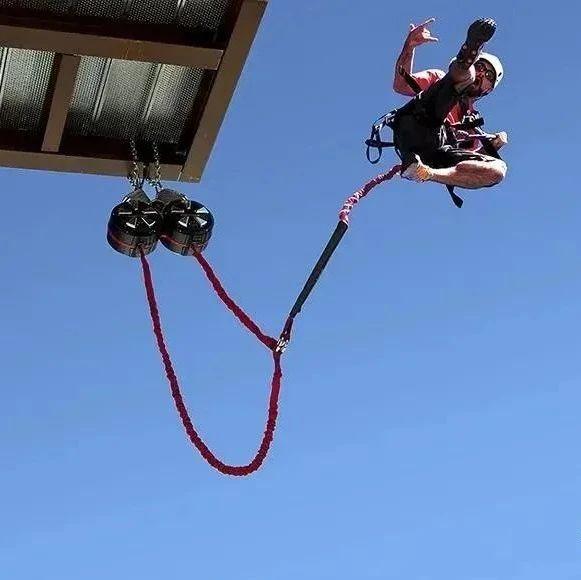 皮划艇 攀岩变身蜘蛛侠!来自然之旅先锋攀岩馆和水上营地,体验河南第一块攀石V板、水上畅玩皮划艇!变身超人不是梦