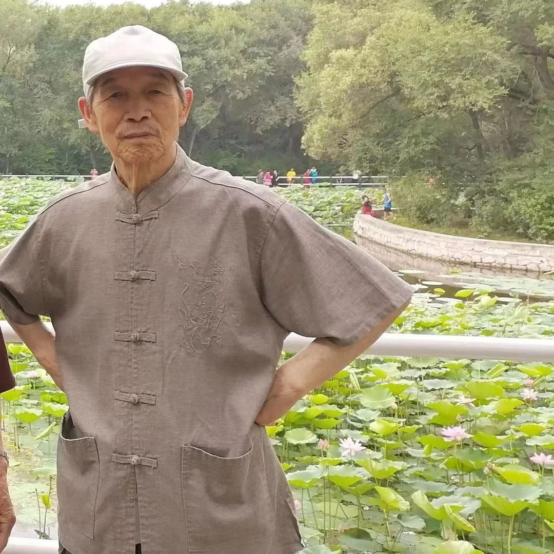 88岁小脑萎缩老人逛公园时与老伴走散