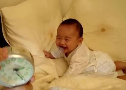 """宝宝睡前这2种""""怪癖"""",预示宝宝和妈妈是否亲昵,父母别瞎管"""
