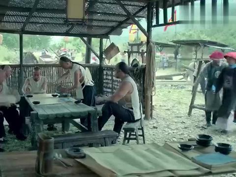 于成龙:县官来见于成龙,见师爷气度不凡,能把师爷错认成于大人