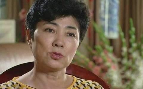 1999年出国留学,每年学费20万,曲婉婷有什么资格为她妈喊冤?