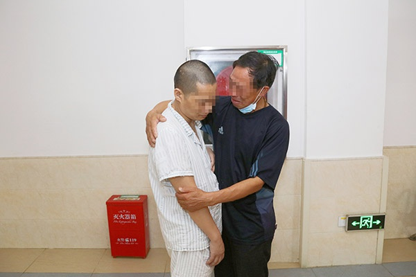 """走失流浪12年的""""市救57""""寻亲回家"""