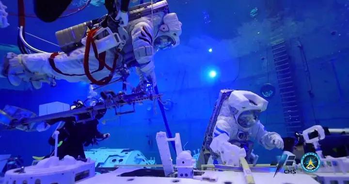神舟十二号飞行乘组模拟失重环境水下训练