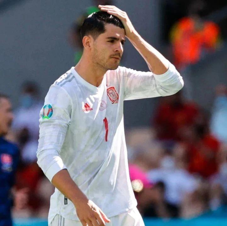欧洲杯   问:西班牙五球大胜,乌龙门将和莫拉塔谁更【受辱】?
