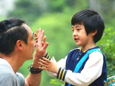 录《爸爸去哪儿》造成眼角永久性伤害的费曼露,放下心结露正脸