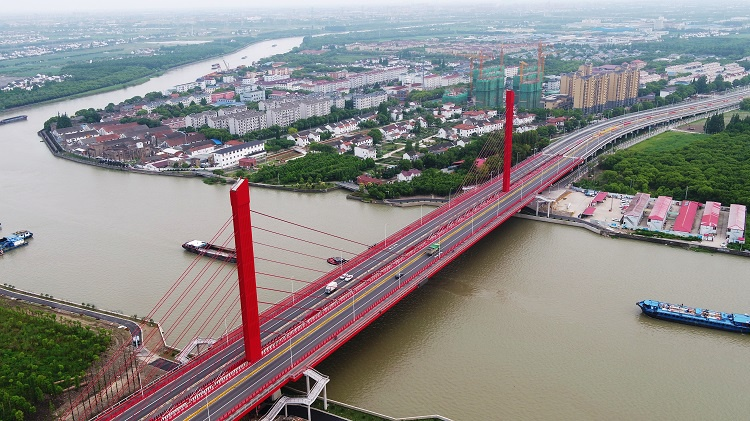 泖港大桥新桥通车,主色调为中国红