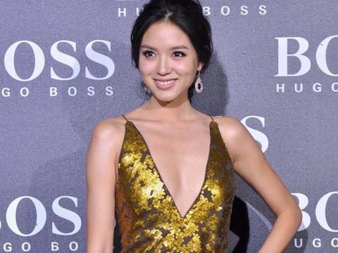 张梓琳一袭金色礼服,这次太有气质了