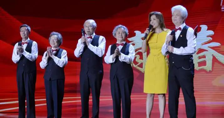 「中国正能量2021」清华大学上海校友会合唱团:为国献青春 歌声仍少年