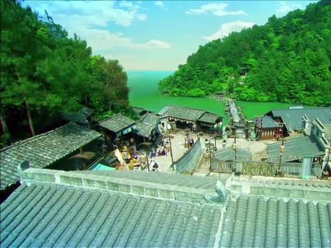 追鱼传奇:张珍回到了普陀渔村,把兰姨和张文祥葬在了一起