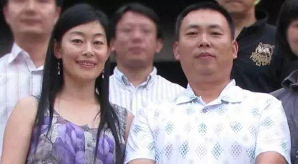 中国最痴情的富豪,放弃中国千亿的生意,为了爱情移民去了美国