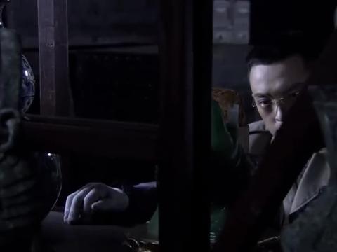密战峨眉:叶钊开始寻找努尔哈赤的印玺,却不知白玉兰一直盯着他