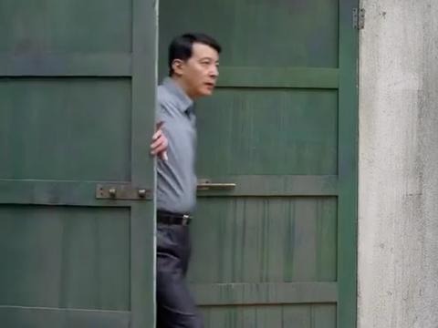 周文走后门办户口,拿户口威胁周武英姿,要胡琴就当答谢