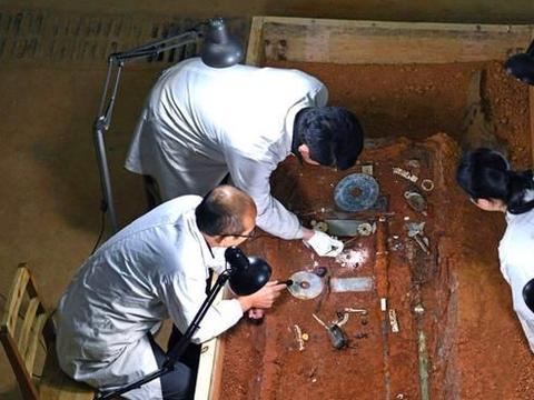 海昏侯墓出土10吨珍宝,曾被盗墓贼光顾,仅差5厘米就被发现