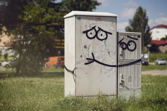 15幅极简涂鸦,网友:这才是街头艺术,多画一笔都多余