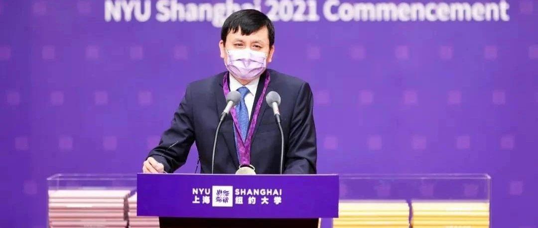 张文宏上海纽约大学毕业典礼致辞:合作与牺牲是我们战胜所有困难的武器
