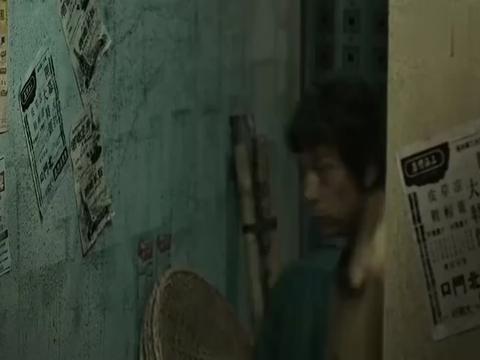 影视:雷洛在九龙城寨被人追杀,阿豪拼死相救,因此成为了瘸子