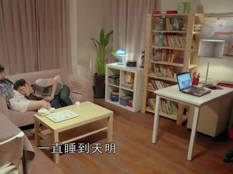 生活启示录:小强坐着,家明给孩子唱歌,太温馨了吧