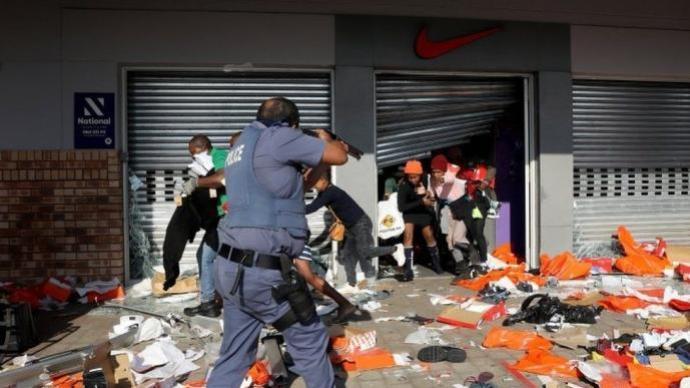 南非前总统祖马入狱引发骚乱已致6死 政府紧急部署军队