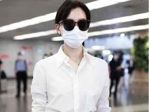 白衬衫搭五分裤,不仅不显腿短,却意外时髦好看