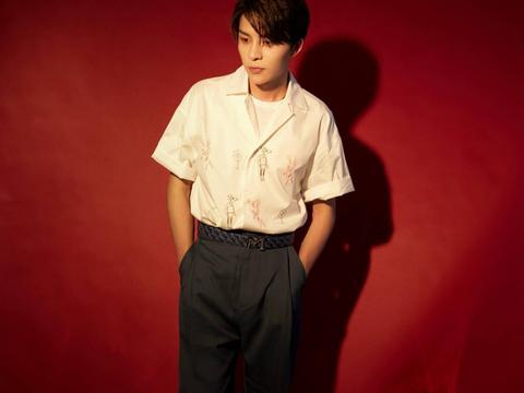 余衍隆受邀出席万宝龙品牌活动 简约穿搭少年感Max
