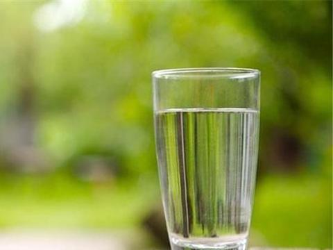 白开水是什么意思指的是什么水 放凉了的开水为什么叫白开水