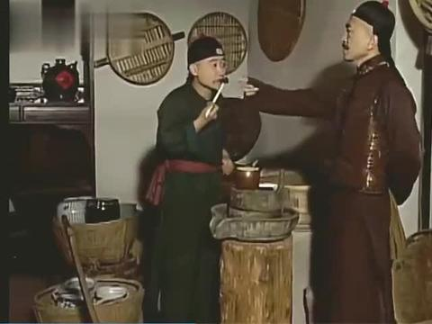 刘墉用破椅子,烂马扎破茶壶破茶碗,招待两位王爷