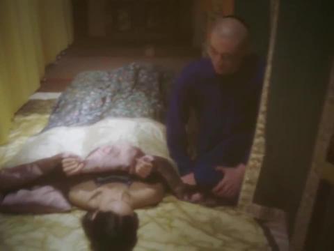 如懿传:海兰肚子上长满妊娠纹被皇上嫌弃,含泪被抬出养心殿