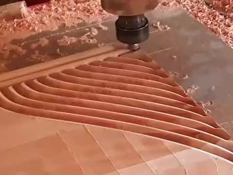 用CNC机床雕刻床头板,这速度没得说,看得我眼花缭乱