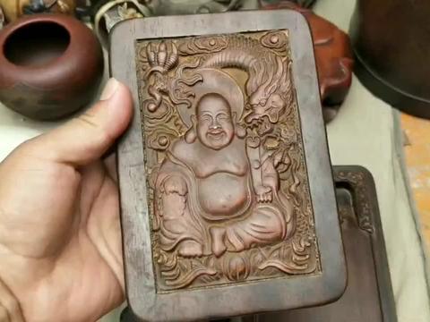 古玩市场去寻宝,发现一个黄花梨做的砚台,有收藏价值吗