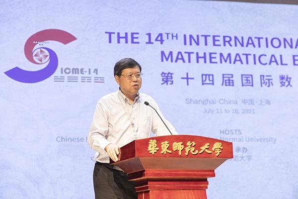 熊斌在大会上作报告。