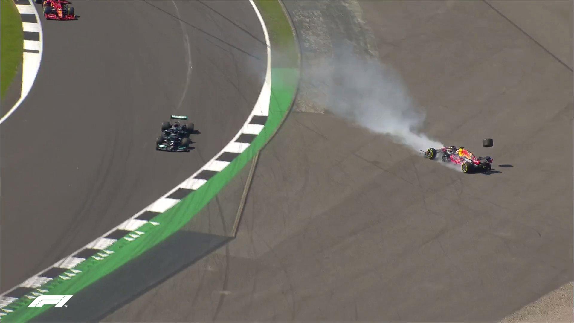 汉密尔顿将维斯塔潘撞出赛道。