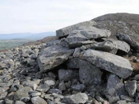 爱尔兰一座5千年的新石器时代古墓被盗挖,墓穴遭受严重破坏