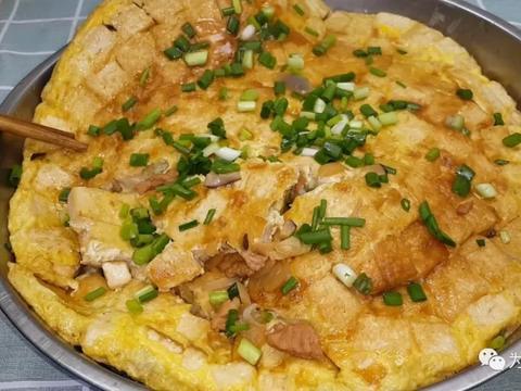 豆腐鸡蛋饼做法,锅里一焖,比吃红烧肉还香,上桌连汤子都不剩