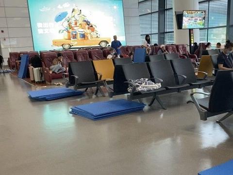 航班再次取消,滞留郑州机场的长沙旅客预计将再留一晚