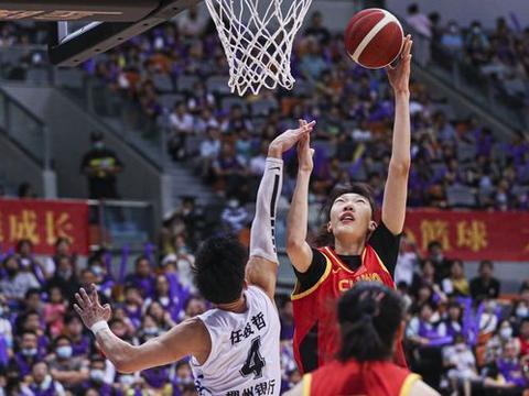 中国女篮奥运会首战全力以赴,姚明拒爆冷,双塔扛重任