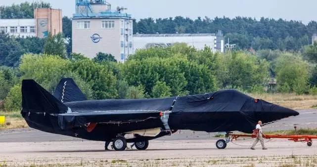 俄罗斯的新型隐形战斗机照片曝光,科幻感十足